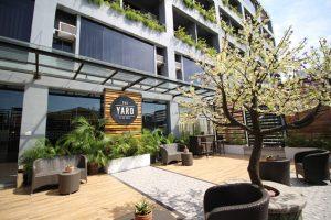 facility-hotel-yard2