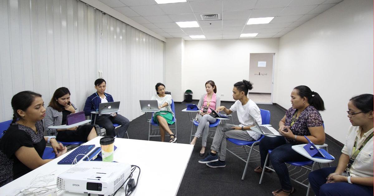 仕事で英語を使うなら、孫正義氏を目指そう!フィリピン人講師たちがディスカッションしている|ブライチャーブログ