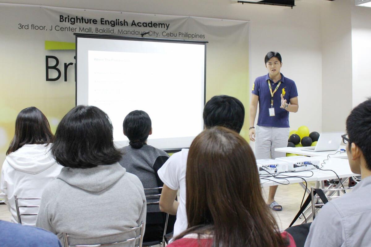 留学体験談 公認会計士の遠藤さん プレゼンテーション フィリピン留学・セブ留学でビジネス英語を学ぶなら語学学校ブライチャー