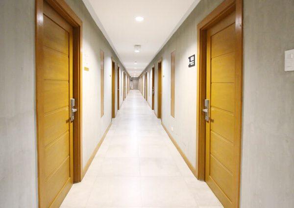 BIG HOTEL 廊下